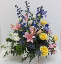 Garden Rembrance from Lesher's Flowers, local St. Louis Florist since 1973